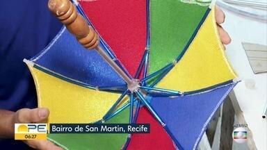 Entenda como é feita a sombrinha de frevo - Artesãos explicam o trabalho de construir o item, marca do carnaval pernambucano.