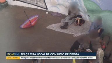 Praça de Umuarama vira ponto de consumo de drogas - Imagens mostram movimentação de uso e venda de drogas durante o dia.
