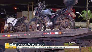 Detran faz blitz para fiscalizar escapamentos adulterados em Santa Maria - Agentes flagraram 20 motocicletas com a irregularidade.
