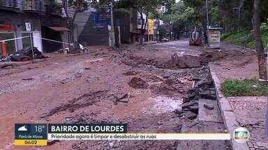 Rua Marília de Dirceu, no bairro Lourdes, ainda tem marcas de destruição após chuva em BH - Prioridade agora é limpar e desobstruir vias.