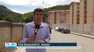 Apartamentos que seriam entregues para moradores de Petrópolis não ficam prontos no prazo - Prefeitura informou nesta semana, que a empresa responsável não terminou as obras.