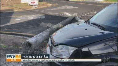 Motorista perde o controle da direção e bate carro em poste de Franca, SP - Passageiras não sofreram ferimentos e moradores não ficaram sem energia.