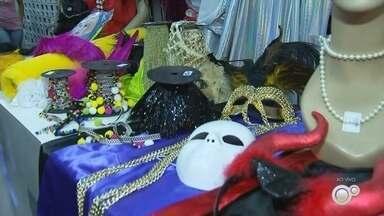 Carnaval movimenta o comércio de Rio Preto - Roupas e acessórios compõem as vendas e comerciantes esperam crescimento de até 20%.