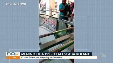 Criança fica presa em escada rolante de shopping da capital baiana - O garoto tinha 12 anos e por pouco não caiu. Confira as imagens.