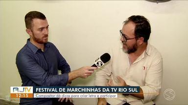 Compositor dá dicas para criar letra e participar do 'Festival de Marchinhas' - Professor de música Marlon Vieira ajuda quem ainda não enviou a composição sobre os 30 anos da TV Rio Sul.