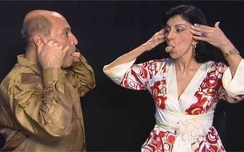 A aula completa de Ivaldo Bertazzo com Marília Pêra - O coreógrafo e a atriz mostram exercícios para a face e para a respiração.
