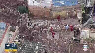 Deslizamento derruba parte de casa no Morro do Papagaio, na Região Centro-Sul de BH - Chuva de terça-feira ainda deixa rastro de destruição na capital mineira.