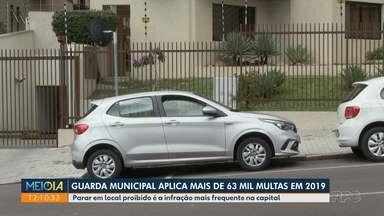 GM de Curitiba é responsável por 20% das multas aplicadas em Curitiba - Maior parte das infrações é por estacionar de forma irregular.