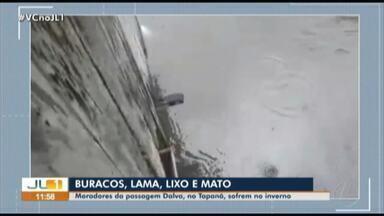 Moradores reclamam dos constantes alagamentos na passagem Dalva, no bairro do Tapanã - Moradores reclamam dos constantes alagamentos na passagem Dalva, no bairro do Tapanã