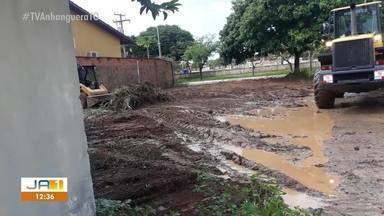 Após reclamação, prefeitura faz limpeza de terreno baldio na 1006 Sul em Palmas - Após reclamação, prefeitura faz limpeza de terreno baldio na 1006 Sul em Palmas