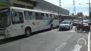 Motoristas de ônibus protestam contra corredor exclusivo em Jacareí - Eles reclamam da fiscalização na cidade.