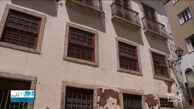 Casarão que abriga o arquivo público do Maranhão corre risco de desabar - Local guarda um importante acerto de documentos para a história do estado.
