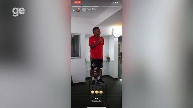 Daniel Bagaceira leva trote dos jogadores do River-PI - Daniel Bagaceira leva trote dos jogadores do River-PI