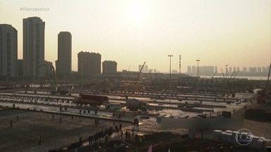 Promessa cumprida: em 11 dias, China entrega hospital para tratar coronavírus - Canteiro de obras foi ocupado por 100 tratores e 4 mil trabalhadores se revezando em três turnos de trabalho. Agência estatal chinesa confirmou conclusão na noite deste domingo (2).