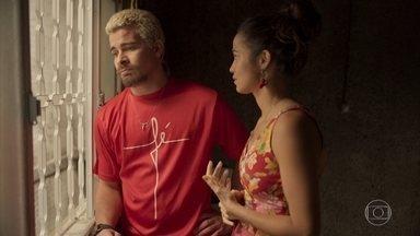Ryan desabafa com Érica sobre Marina - Ele lamenta ter beijado Mel