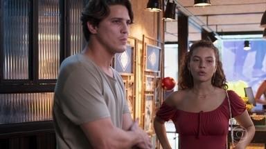 Rita defende Lígia para Rui - A jovem insiste que Rui marque um encontro com Viana para saber a situação do processo após as provas que ele conseguiu contra Lara