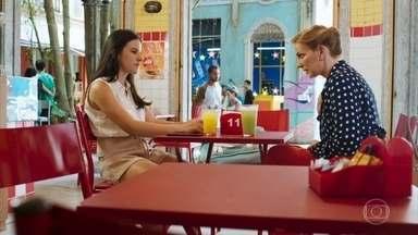 Milena afirma a Mariliz que Daniel é feliz em Caxias - Mariliz diz que o lugar de Daniel é ao lado dos pais e Milena reage