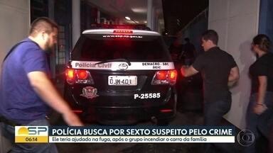 Polícia procura sexto suspeito de matar família em São Bernardo do Campo - Primo de Carina, namorada da filha do casal morto, confessou participação no crime.