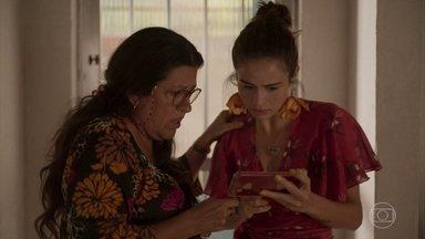Érica mostra a entrevista de Verena para Lurdes e babá fica esperançosa - Ela acredita que Magno poderá se inocentado. Álvaro também assiste à entrevista