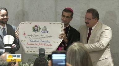 Bispo de Caruaru é o mais novo cidadão pernambucano - Dom José Ruy Gonçalves Lopes recebeu a honraria na quarta-feira (5).