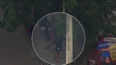 Bandidos trocam tiros com policiais militares na Cidade de Deus, na Zona Oeste do Rio - Policiais militares faziam uma operação contra tráfico de drogas em uma das maiores favelas do Rio. Era pouco antes das 7h e as ruas da comunidade ficaram vazias.