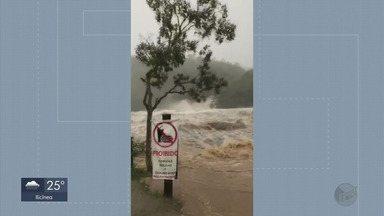 Chuva causa alagamentos em diversas cidades do Sul de Minas - Água chegou a invadir ruas e prejudicou o trânsito nos municípios