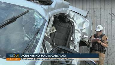 Homem fica ferido em acidente em cruzamento no Jardim Carvalho - Batida foi no começo da manhã desta sexta-feira. A vítima tem 28 anos e ficou presa às ferragens.