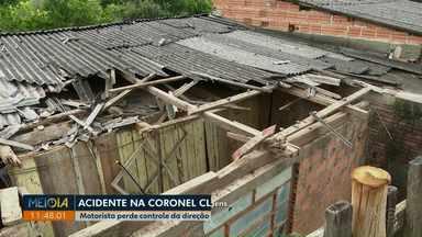 Motorista perde o controle da direção e carro atinge casa em Ponta Grossa - Acidente foi na madrugada desta sexta-feira (7), na Vila Coronel Cláudio.