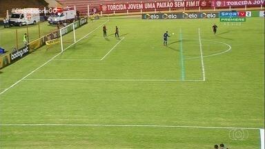 Atlético-GO vence o União Rondonópolis em jogo com marcação de campo errada - Dragão segue na Copa do Brasil após vencer por 1 a 0. Uma das áreas estava menor do que a outra.
