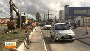 Obra é realizada em avenida de Aracaju - Obra é realizada em avenida de Aracaju.