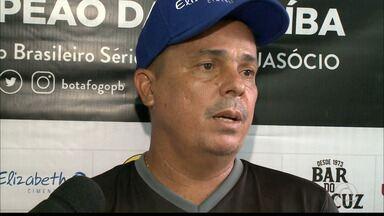 Evaristo Piza se diz tranquilo no Botafogo-PB, apesar das críticas da torcida - Técnico do Belo garante que o clima segue bom para trabalhar no Belo