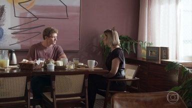 Filipe conta a Lígia sobre a proposta de Rui - Lígia e Filipe concordam que não pretendem fazer acordo com Rui e a médica pede que o filho tome cuidado com o pai biológico de Nina