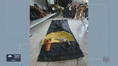 Arma é encontrada em meio a doações para ONG em Poços de Caldas (MG) - Arma é encontrada em meio a doações para ONG em Poços de Caldas (MG)