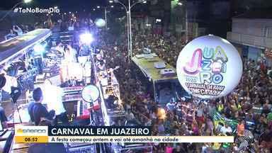 Carnaval antecipado atrai milhares de foliões em Juazeiro, no norte da Bahia - Evento começou na sexta-feira (7) e segue até domingo (9).