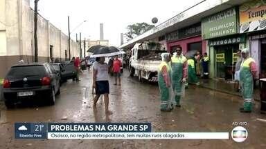 Osasco, na Região Metropolitana, tem ruas alagadas e comércio prejudicado por alagamentos - Comerciantes perderam produtos e tiveram estabelecimentos e carros invadidos pela lama.