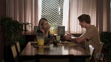 Lígia elogia Rita para Filipe - A médica diz que começou a conversar com Rita sobre a proposta de guarda compartilhada
