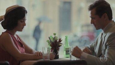 Felício procura Isabel - Ele insiste para que conversem e diz que não é culpado pelo que aconteceu com Carlos