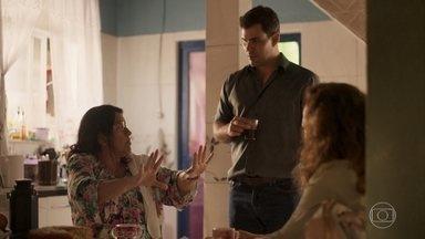 Lurdes mostra pistas de Domênico para Magno - Ela explica para o filho que Eunice é irmã de Kátia