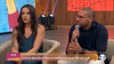 Chuva em São Paulo impediu casal de viajar para lua de mel - Casal teve que se refugiar em cima de um caminhão por várias horas até a água baixar