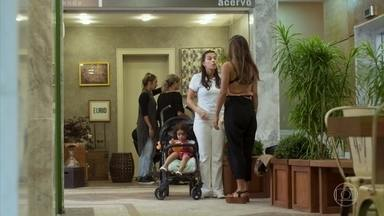 Cida diz a Leila que Rita e Lígia começaram a se entender - A babá conta que Rita e Lígia andam conversando sobre Nina. Leila se interessa pela informação