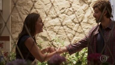 Thelma torce para reaver seu restaurante e trabalhar com Danilo - Ela faz uma proposta para o filho