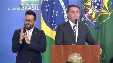 Jair Bolsonaro exclui governadores do Conselho da Amazônia Legal - Decreto foi assinado pelo presidente nesta terça (11) e transferiu conselho do Ministério do Meio Ambiente para a vice-presidência.