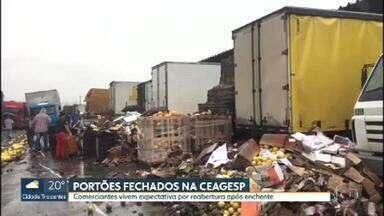 Comerciantes estão na expectativa de reabertura da Ceagesp - Depois da enchente de segunda-feira (10), o maior entreposto de alimentos da América Latina ainda está fechado.