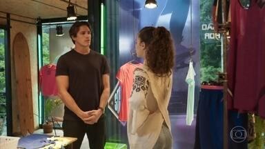 Rita tenta convencer Rui a não entregar as provas contra Lara - Ela diz que planeja se aproximar de Lígia para conseguir a guarda de Nina. Rui argumenta com cinismo