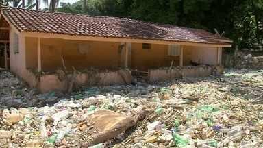 Lixo trazido pelo Rio Tietê é tóxico e pode causar doenças - A sujeira trazida pelo Tietê está encobrindo muitas cidades da região depois que o nível do rio subiu por conta da chuva. Uma das preocupações é a saúde, já que a sujeira é tóxica e pode causar doenças.
