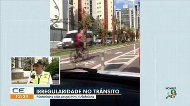 Flagrante de trânsito: carros na ciclofaixa - Saiba mais no g1.com.br/ce