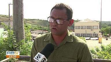 Vice-prefeito de Canhotinho é enterrado no cemitério da cidade - Erinaldo Santos foi morto a tiros dentro de casa; Ele era pré-candidato a prefeito.