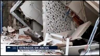 Pessoas ficam ilhadas e ruas destruídas durante fortes chuvas em Arcos - Moradores da cidade enviaram imagens para a produção do MG1. Corpo de Bombeiros atendeu às ocorrências.