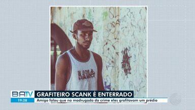 Grafiteiro Scank, morto enquanto trabalhava no bairro do Imbuí, em Salvador, é enterrado - O crime aconteceu na madrugada de quinta-feira (13).