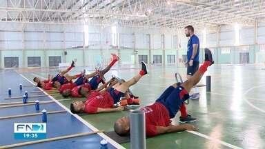 Grêmio Prudente inicia treinamento para a temporada 2020 - Jogadores revezaram os treinos entre campo, quadro e piscina.